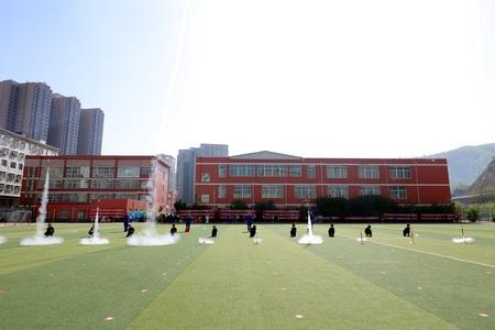 子长市首届幼儿武术千人展演活动在子长市秀延初级中学隆重举行